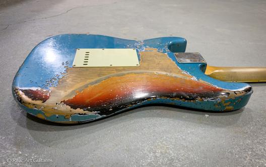 R'A Stratocaster refin Lake Placid Blue aged over Sunburst relic