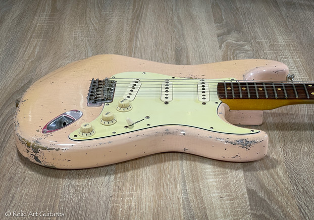 Fender stratocaster Road Worn refin aged Shell Pink
