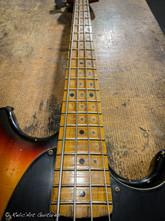 squier mustang bass sunburst relic-18.jp