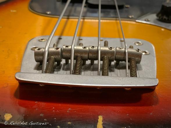 squier mustang bass sunburst relic-12.jp