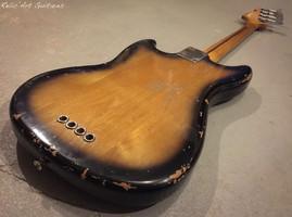 Fender Mustang Bass sunburst relic