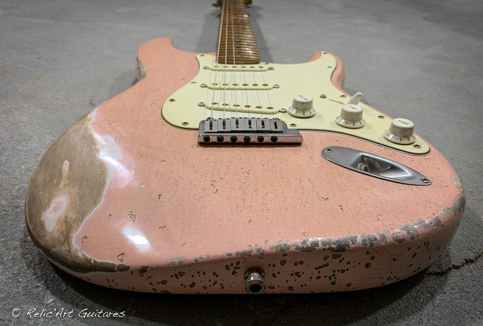 Fender stratocaster refin Shell Pink relic