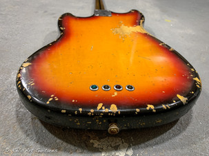squier mustang bass sunburst relic-9.jpg