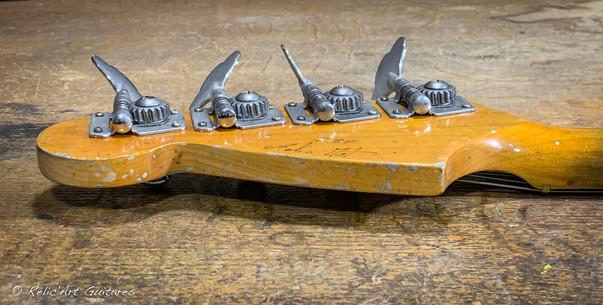 squier mustang bass sunburst relic-29.jp