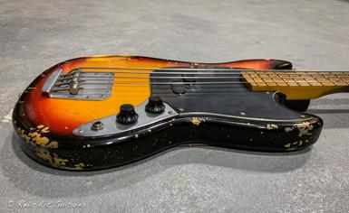 squier mustang bass sunburst relic-5.jpg