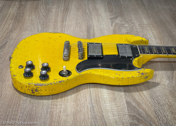Relic'Art Epiphone SG refin aged Tv Yellow