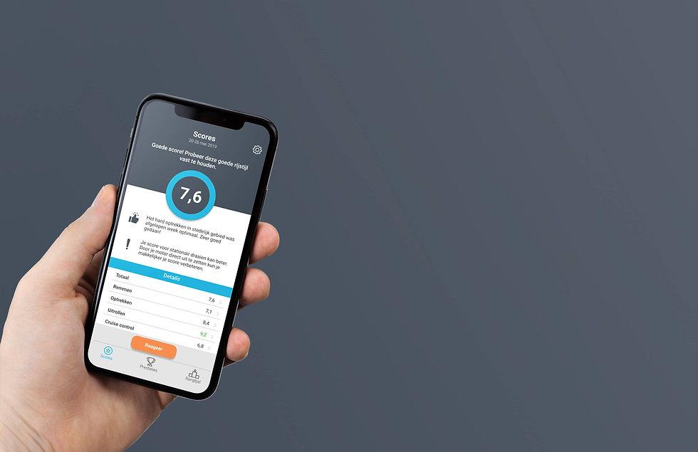 Iphone X in Hand Mockup_blauw_groot_site