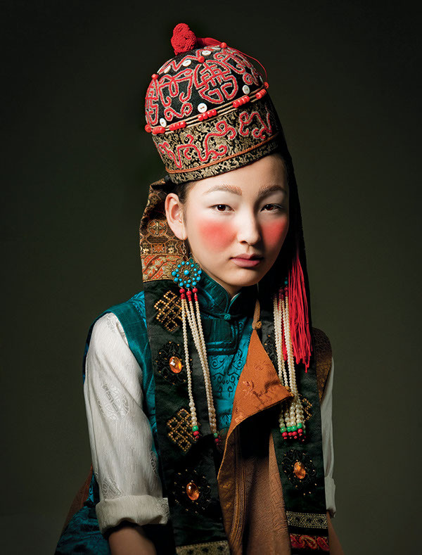 Mongolian girl in traditional dress -Picture by Ula Koska