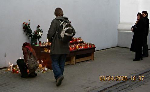 Помер Іван Павло ІІ. Вільнюс. 2005 рік.