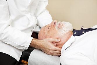 Les motifs de consultation chez le sénior sont une douleur articulaire, arthrose, migraine, vertiges, sciatique, cruralgie..