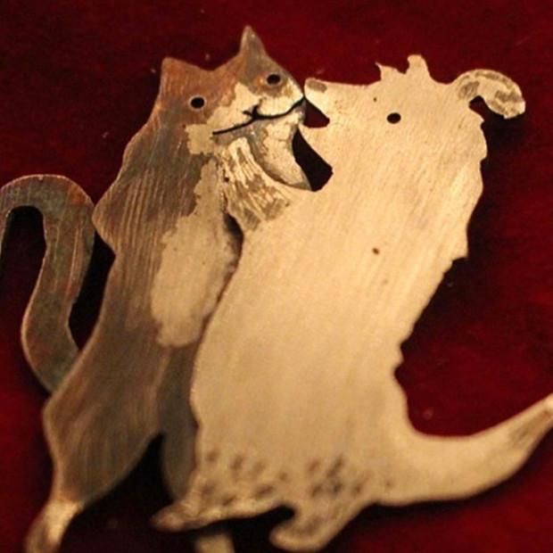 Waltzing Cat & Dog silver pin