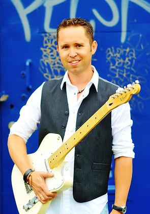 Elwin zanger gitarist band Choice