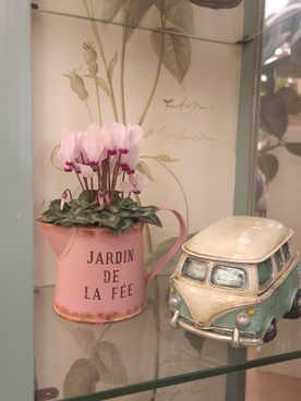 ジャドールと車