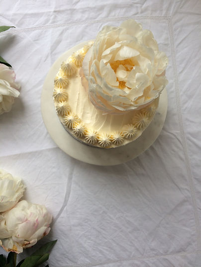 Piped buttercream and peony details