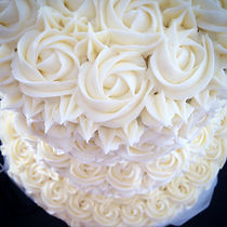 Rosette piped wedding cake