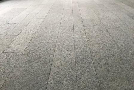 pavimento fiammato grigio.jpg
