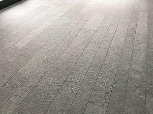 pavimento fiammato luserna.jpg