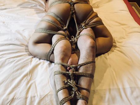男女2人を合体して縛りました。/Roping the man & the woman together