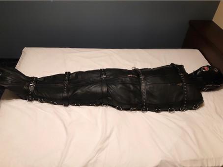 【福岡】変態を革にて梱包/Leather packing in FUKUOKA