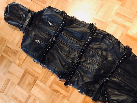 レザースリープサックがリクエスト可能です。/Leather sleepsack available in session!
