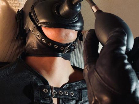 縄と革のコンビネーション拘束/Combination bondage with rope and leather