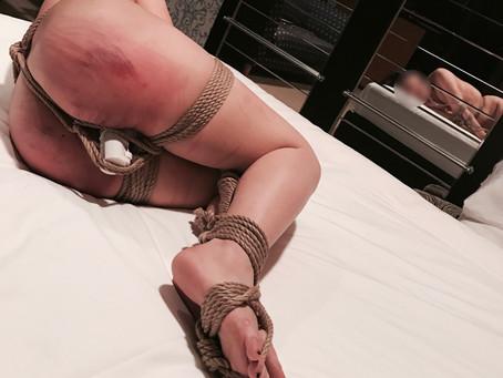 女の子をボコボコにしました。/I tortured a female slave.