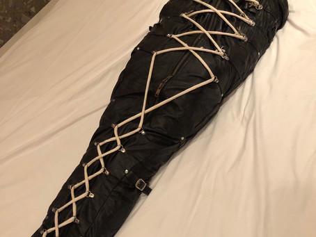 絶望的なのにちんこ勃っちゃう寝袋室内放置プレイ/Desperate boner in a sleeping bag, left alone in your fantasy