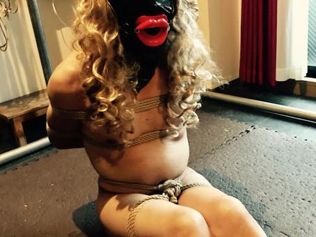 囚われの女の子人形/Captured girl doll