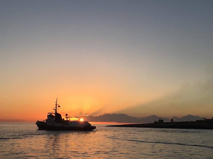 Mediterranea denuncia prassi governative che mettono a rischio le vite umane. Per non assumersi la r