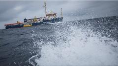 Lasciati in mare per 14 giorni. Sea-Watch e Mediterranea in missione congiunta raggiungono la Sea-Wa
