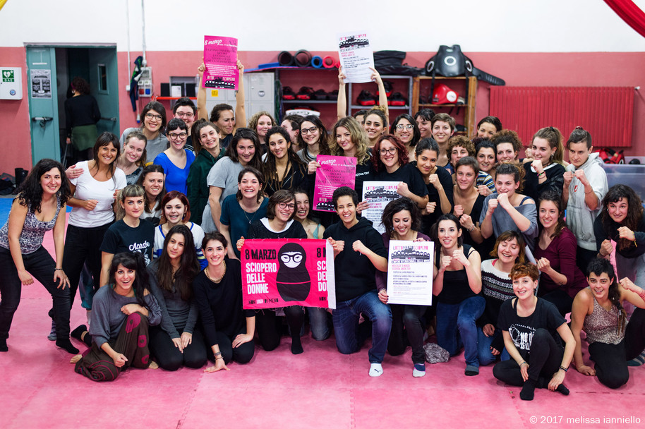 Workshop di autodifesa con Lina Khalifeh, palestra SheFighter in Medio Oriente