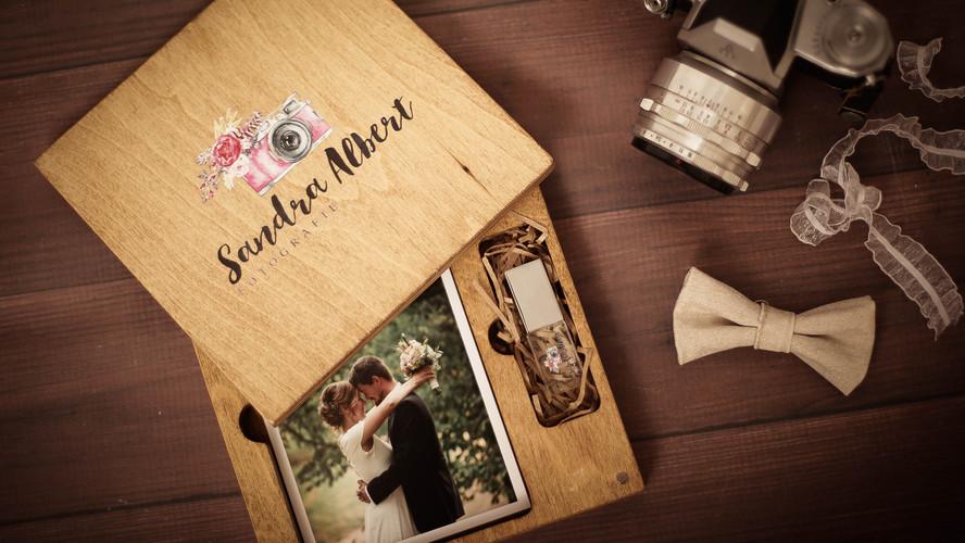 Hochzeitsbilder in Holzkiste
