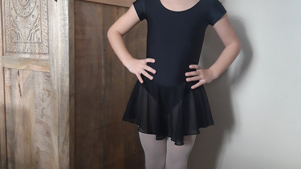 Balletpak korte mouw met doorschijnend rokje maat 110-116