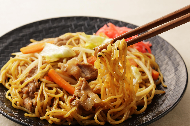 Yakisoba - nouilles sautées aux légumes et à la viande