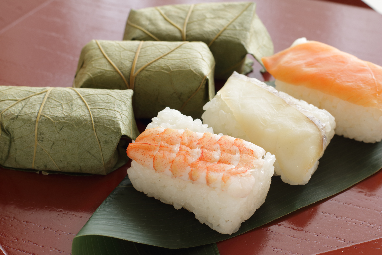Kakinoha sushi - sushi dans une feuille de kaki