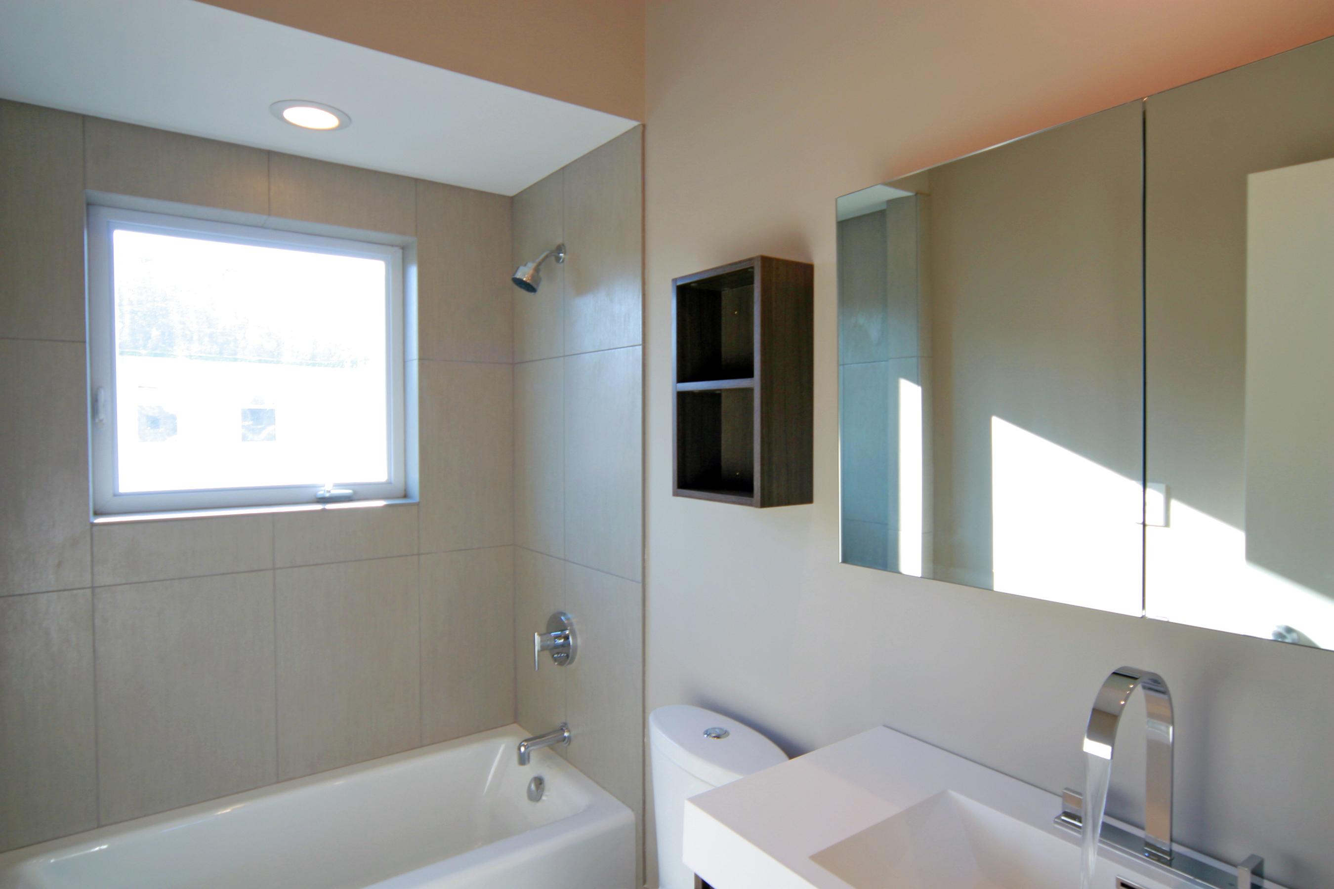 Southside 6 & 7 Upstairs Bath