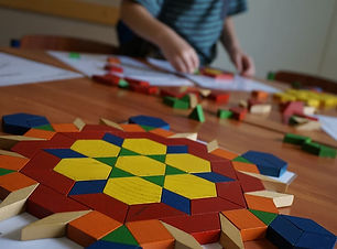 tangram-kid-play-patterns-geometric-wood
