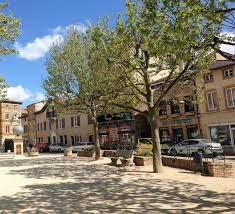 Place du village Bessenay