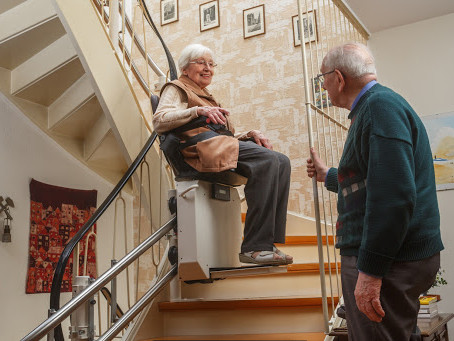 Ventajas de una silla salvaescaleras: mejoran la calidad de vida.
