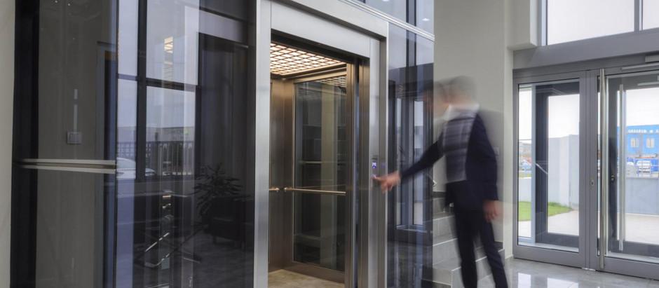 ¿Cuáles son los principales beneficios de un elevador o ascensor?