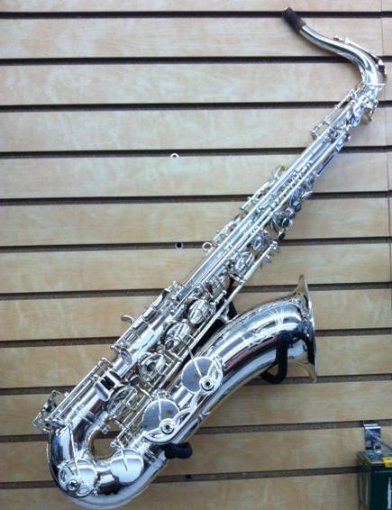 Oleg silver tenor sax