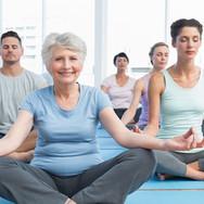 Clase de yoga para todas las edades