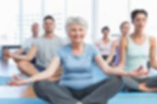 Foto de pessoas meditando