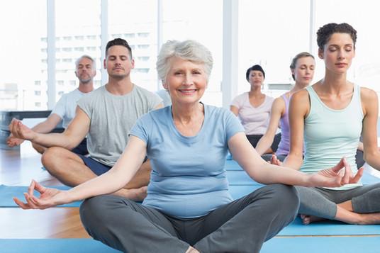 Yoga klasse for alle aldersgrupper