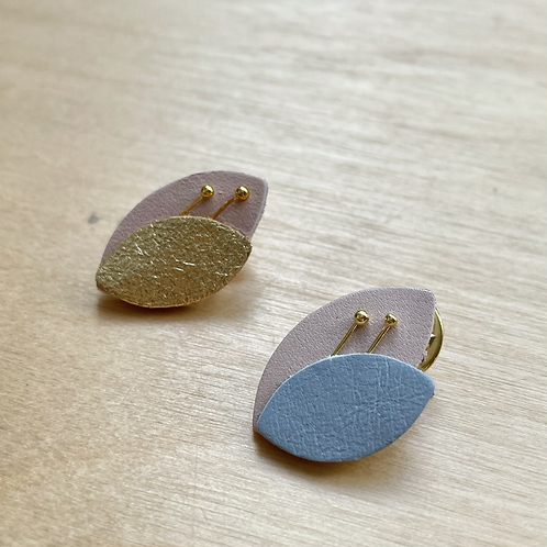 Pin's feuille cuir