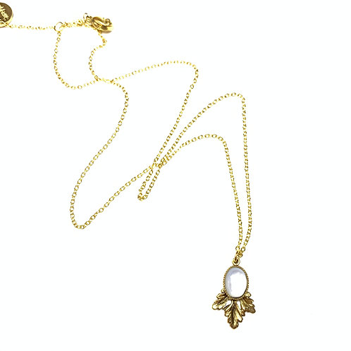Collier feuille nacre