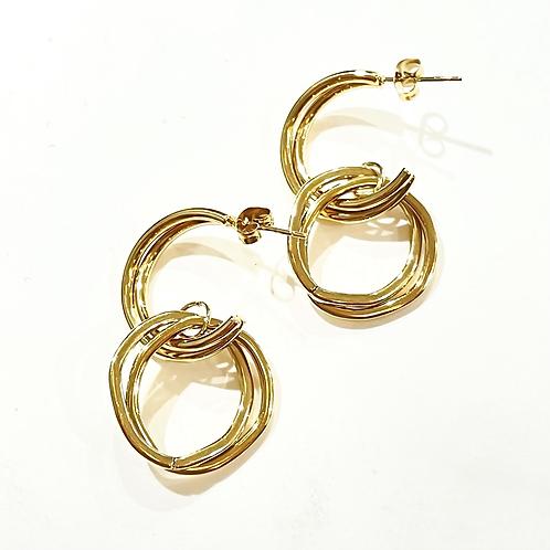 Boucles anneaux entremêlés