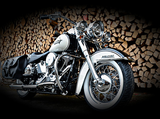 Biker.Photo_Harley-Davidson Deluxe
