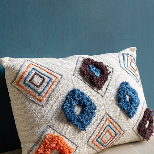 Cream handloom cushion cover with tufting and embroidery