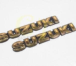 insignias suzuki.jpg
